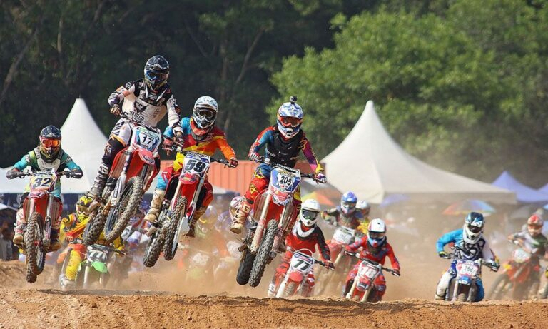 How to Start Racing with a Dirt Bike