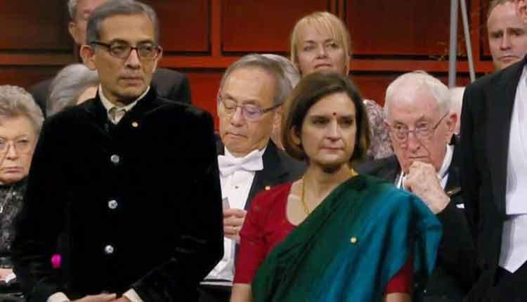 इस साल अर्थशास्त्र के नोबेल पुरस्कार विजेता अभिजीत बनर्जी पुरस्कार लेने भारतीय वेशभूषा में पहुंचे