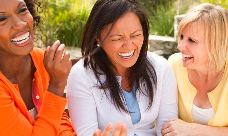 खूब हंसने और बोलने से बढ़ती है शरीर की इम्युनिटी : जाने इम्युनिटी बढ़ाने के दिलचस्प तरीके
