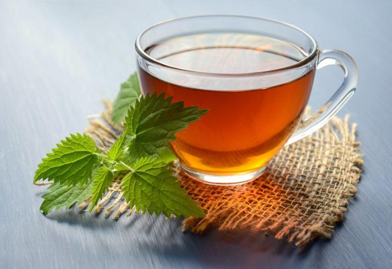 सर्दी खांसी से बचने के लिए चाय में डाले ये चीजें