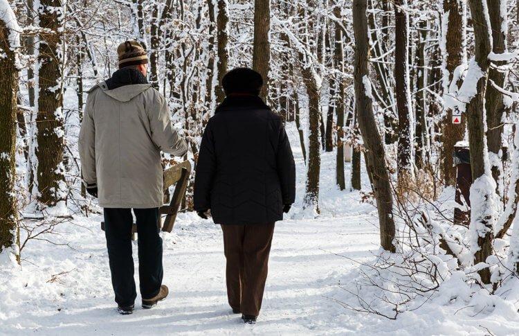 सर्दियों में वॉक पर निकलते हैं तो यदि मुंह से सांस लेते हैं तो यह हो सकता है हानिकारक