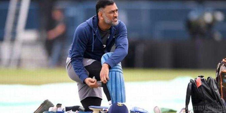 क्या धोनी अब टीम इंडिया की नीली जर्सी में नही खेलेंगे !