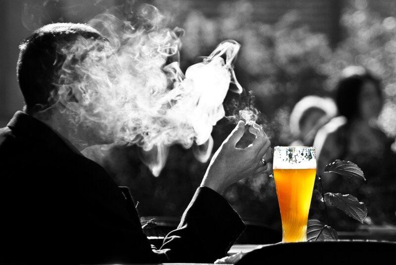 फेफड़े का कैंसर का खतरा उस दिन से कम होने लगता है जिस दिन से आप धूम्रपान करना छोड़ देते