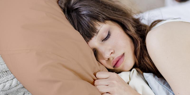 कॉपर के तकिए पर सर रख कर सोने के हैं अनेक फायदे