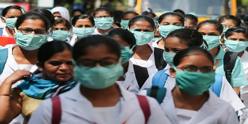 भारत में आधी से अधिक आबादी में कोरोना वायरस फैलने का खतरा