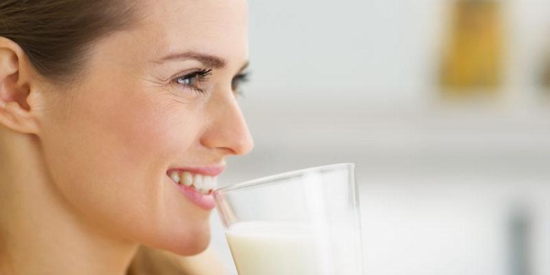 दूध पीने के संबंध में जाने कुछ आयुर्वेद के टिप्स