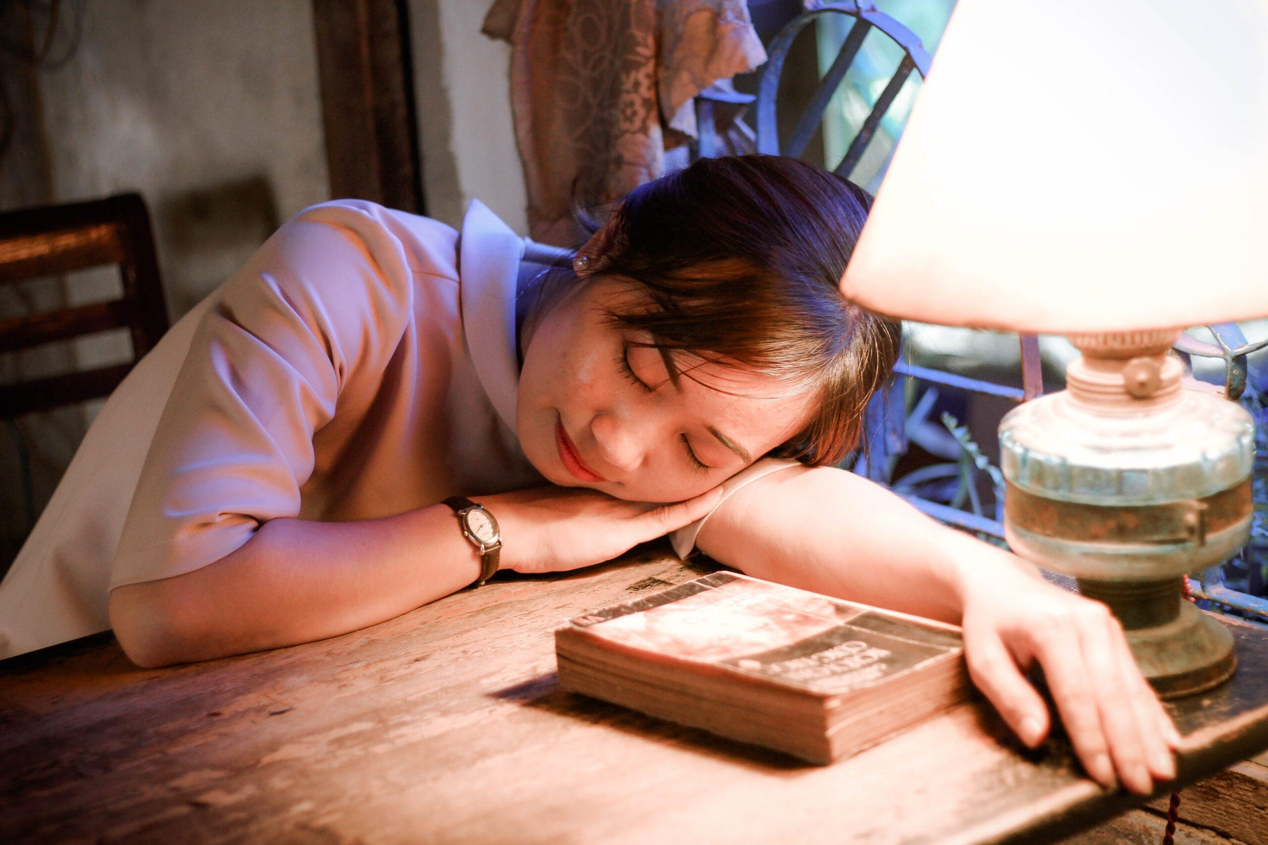 पर्याप्त नींद न ले तो बाद में हो सकती है मानसिक समस्या