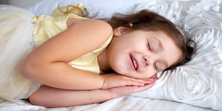 बच्चे पर्याप्त नींद न ले तो बाद में हो सकती है मानसिक समस्या