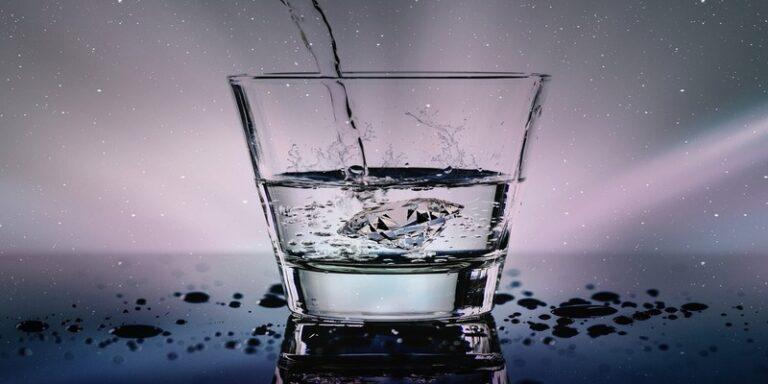 आइये जाने ठंडा पानी पीने से होने वाले फायदे और नुकसान के बारे में