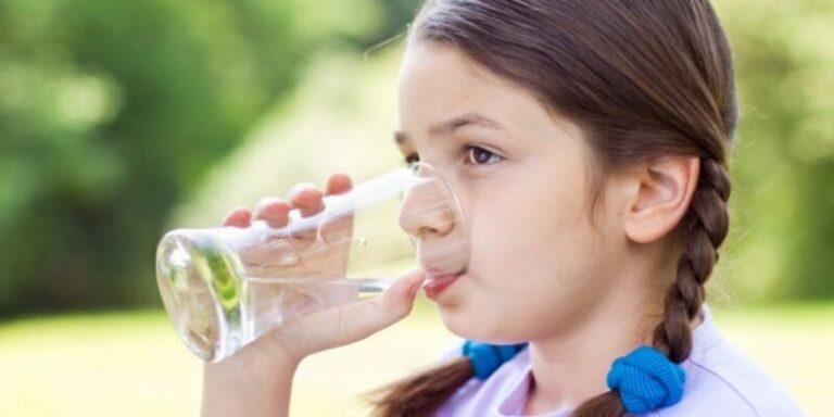 जल्दी जल्दी पानी पीने से कोरोना वायरस नही होगा !