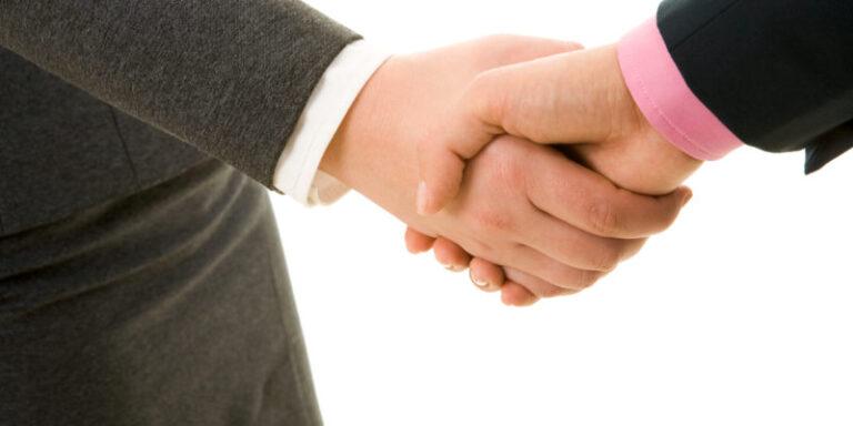 क्या अब हमेशा के लिए लोग छोड़ देंगे अपनी हाथ मिलाने की आदत