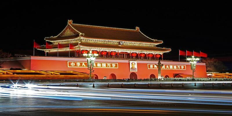 अमेरिका ने चीन पर कई तरह के प्रतिबंध लगा दिए हैं।