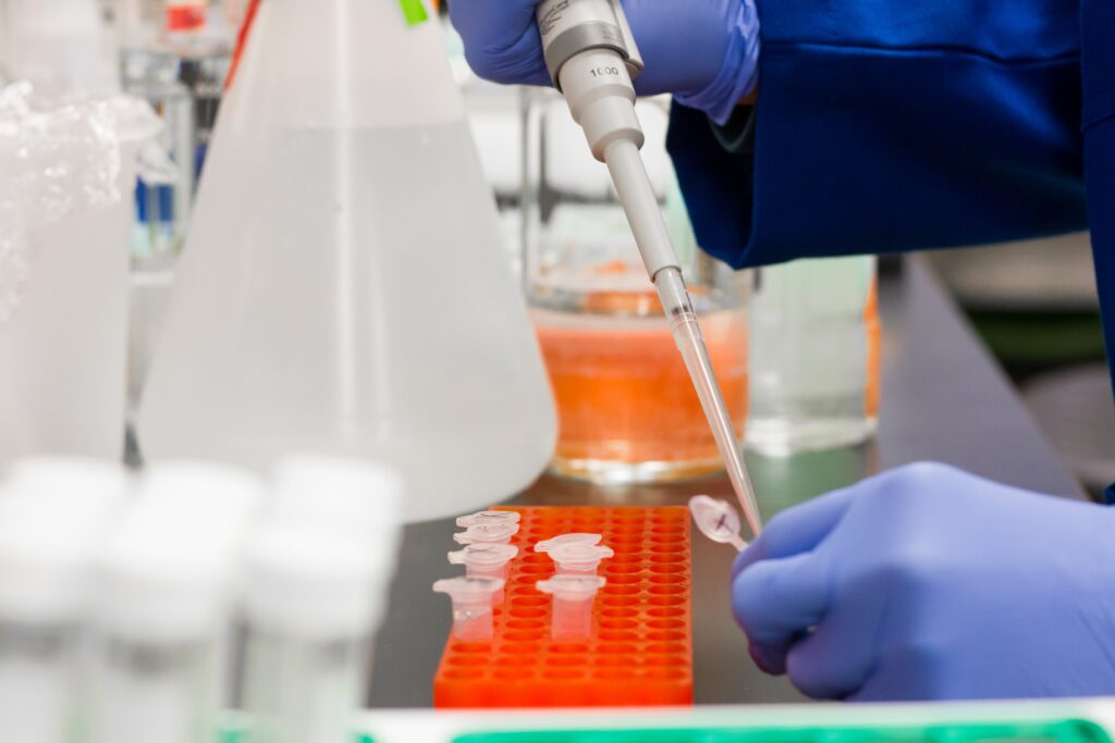 वैज्ञानिक एवं अनुसंधान औद्योगिक अनुसंधान परिषद (सीएसआईआर) अपना पहला एडवांस वायरस रिसर्च सेंटर लखनऊ में स्थापित करना चाहता है।