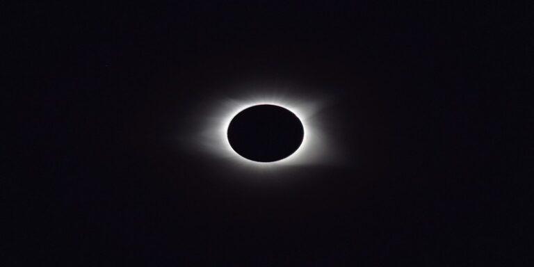 क्या सूर्य ग्रहण के बाद कोरोना वायरस खत्म हो जाएगा ?