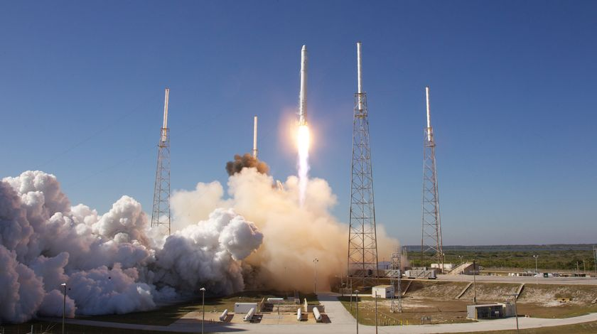 अब इस सफलता से स्पेस एक्स दुनिया की पहली निजी कंपनी बन गई है जिसने इंसानों को अंतरिक्ष में सफलतापूर्वक भेजा है ।