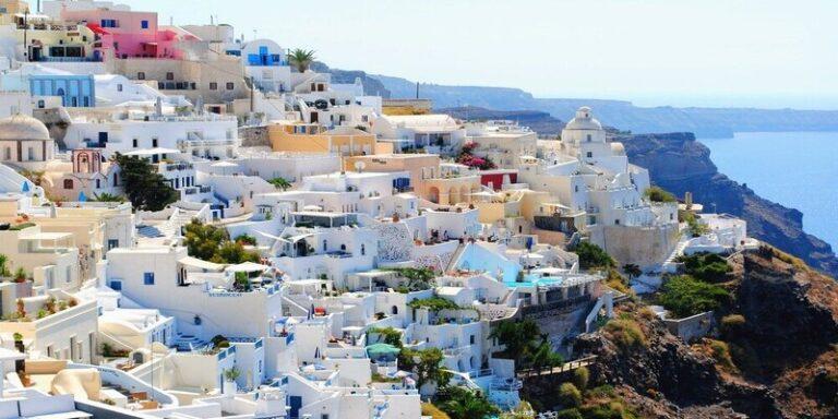 आखिर क्यों यूनान के अधिकतर घर नीले और सफेद रंग से रंगे जाते हैं ?