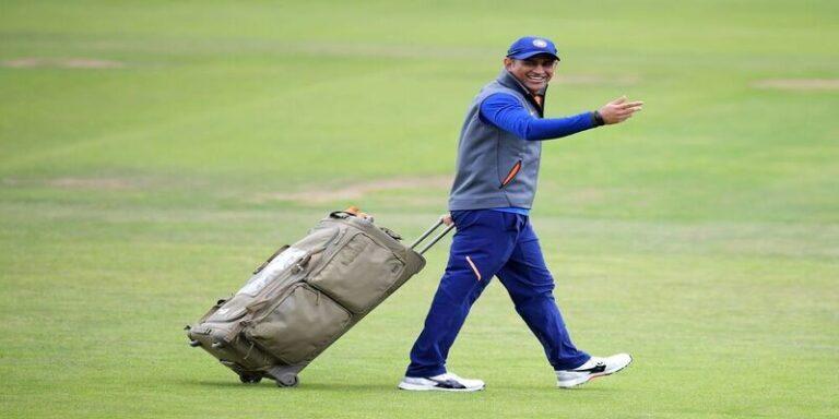 पूर्व कप्तान महेंद्र सिंह धोनी ने अंतरराष्ट्रीय क्रिकेट को अलविदा कहा