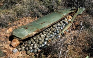 क्या होता है क्लस्टर बम