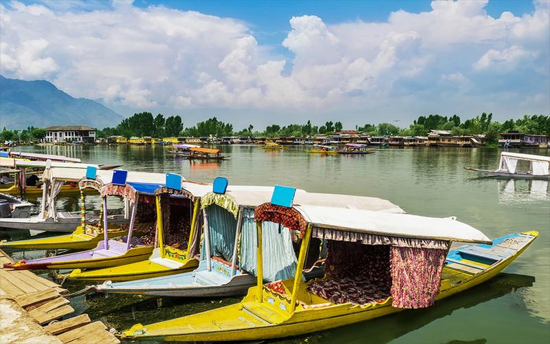 जम्मू कश्मीर मे तो अब आप जमीन खरीद सकते हैं