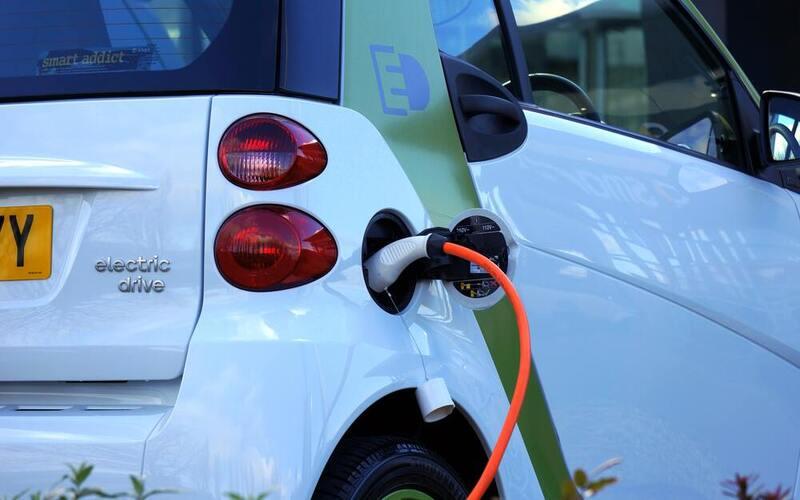 क्या इलेक्ट्रॉनिक वाहन वायु प्रदूषण की समस्या को हल करने में लाभदायक हो सकते हैं?