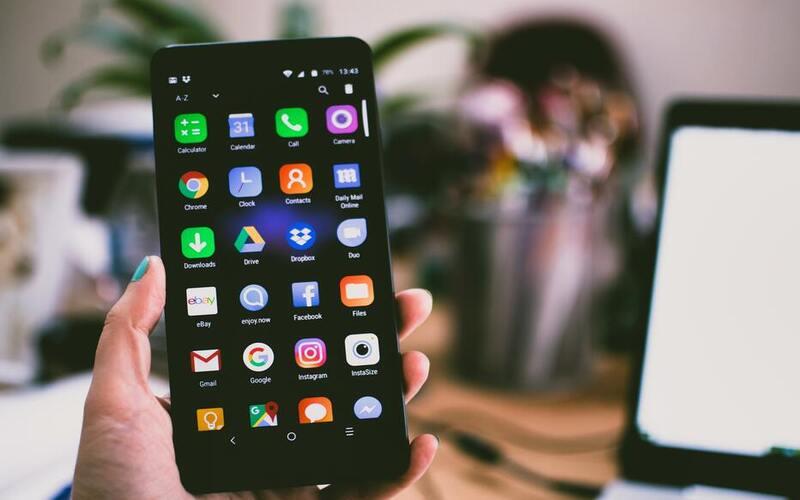 आइए जानते हैं स्मार्टफोन से जुड़ी आठ अफवाहें जिन्हें लोग सच मानते हैं