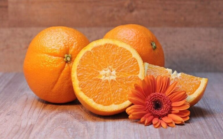 खांसी की समस्या को दूर करने के लिए इस तरह भाप में संतरा पका कर खाएं