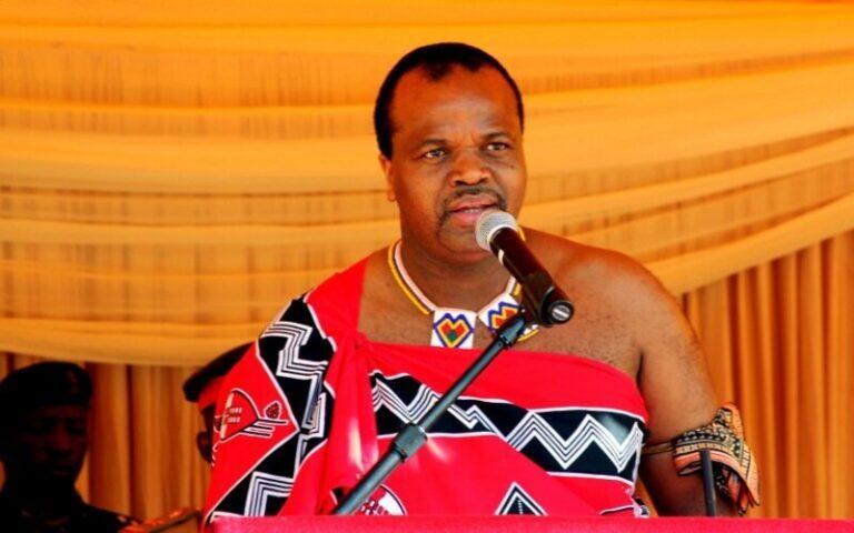 अफ्रीका का यह राजा हर साल शादी करता है और जी रहा आराम की जिंदगी