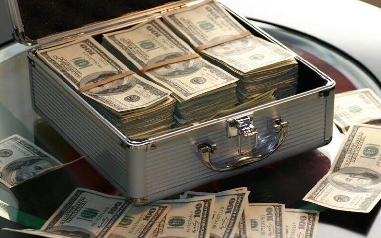 क्या पैसे से खुशी हासिल की जा सकती है? क्या कहता है शोध