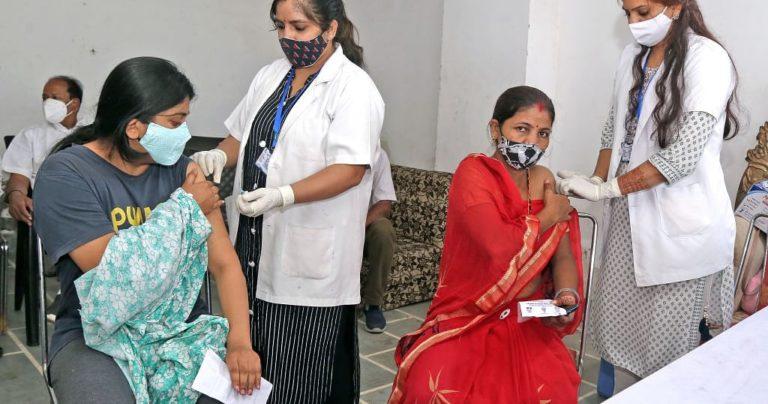 कोरोना की लहरों ने टीकाकरण के प्रति लोगों का नजरिया बदल दिया है
