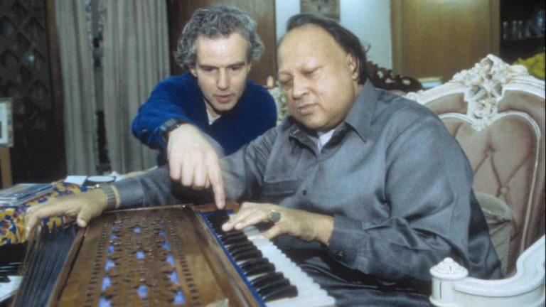 नुसरत फतेह अली खान: कव्वाल से ज्यादा यादगार संगीतकार जिन्होंने हॉलीवुड बॉलीवुड में तहलका मचाया