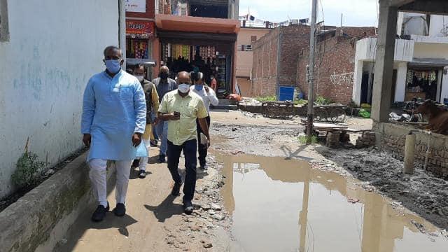 भारतीय हॉकी खिलाड़ी वंदना कटारिया के घर जाने का रास्ता बदहाल, खेल मंत्री अरविंद पांडे पैदल पहुंचे