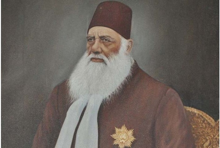 लड़कियों की शिक्षा पर एएमयू के बानी सर सैयद अहमद खान की क्या राय थी?
